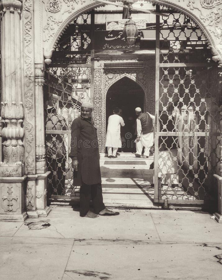 Weinlese-moslemische Tore von Dargah Sharif Holy Site lizenzfreie stockfotos
