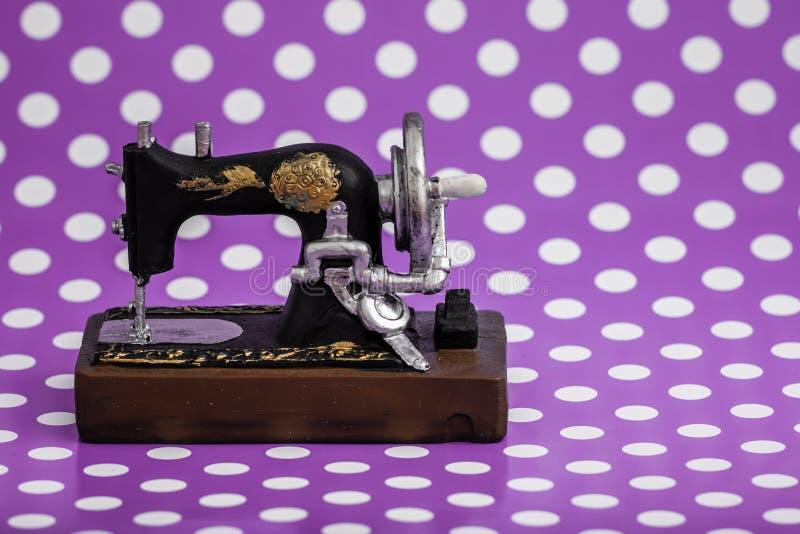 Weinlese-Nähmaschine-Figürchen stockbilder