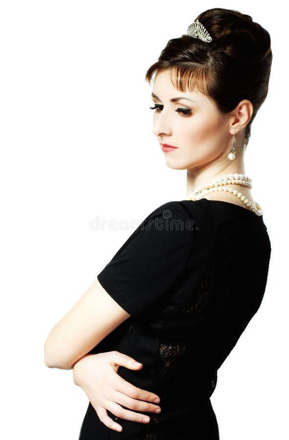 Weinlese-Porträt einer schönen jungen eleganten Frau stockfoto