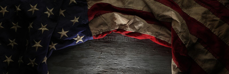 Weinlese-rote, weiße und blaue amerikanische Flagge lizenzfreie stockbilder