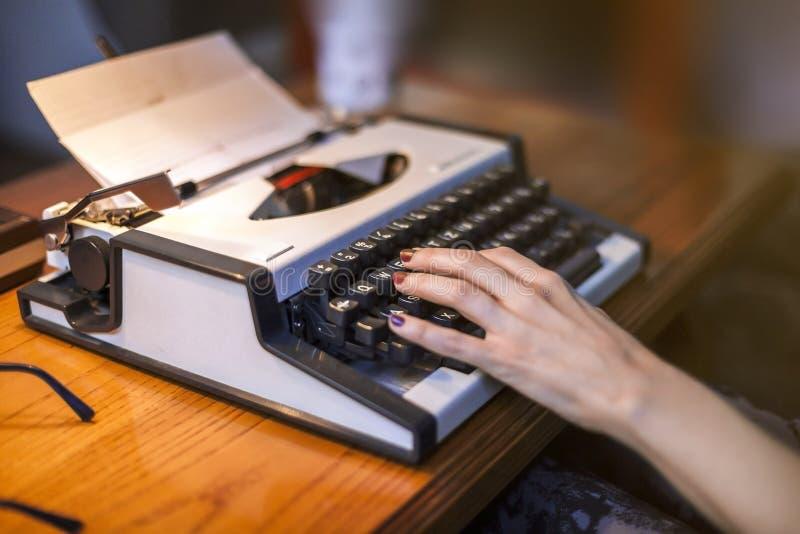 Weinlese-Schreibmaschine stockfotos