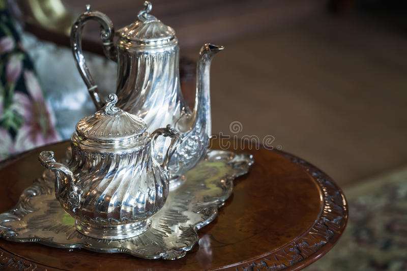Weinlese silberner Luxusdishware, Teesatz stockfotos