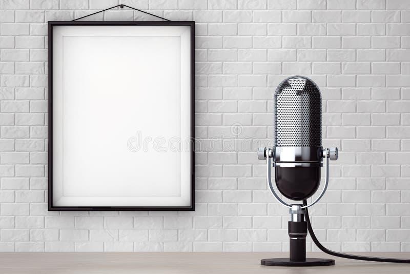 Weinlese-silbernes Mikrofon vor Backsteinmauer mit leerem Fram stockbilder