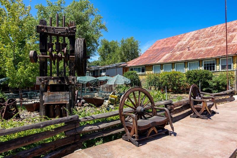 Weinlese-Stempel-Mühle in Kalifornien stockbild