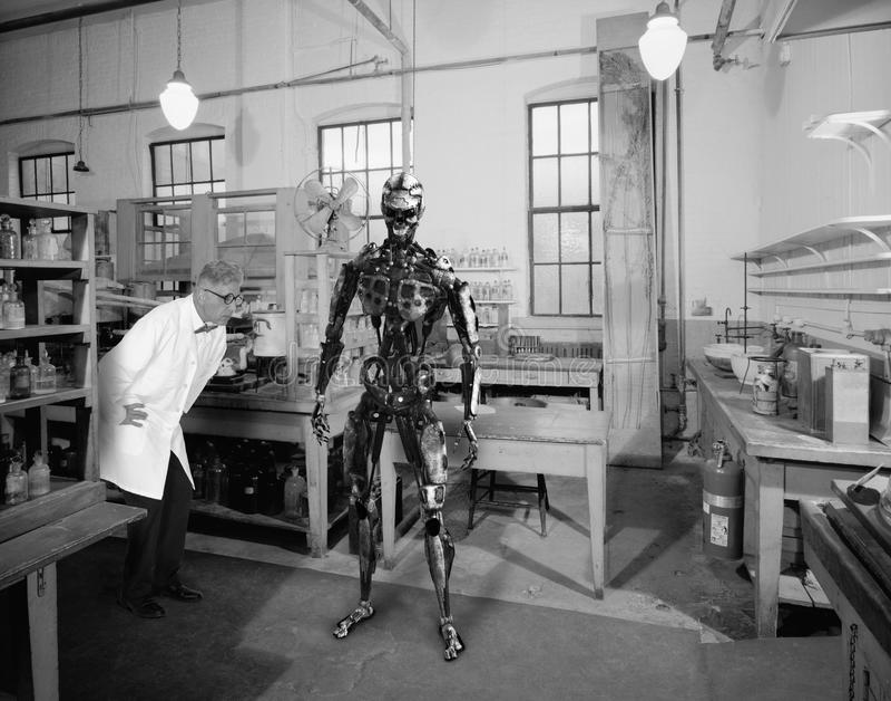 Weinlese-surrealer Wissenschaftler, Wissenschaft, Roboter-Technologie lizenzfreies stockfoto