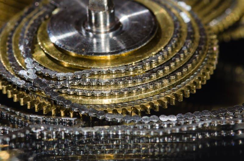 Weinlese-Taschen-Uhr Fusee-Kette umwickelt um den Fusee-Kegel lizenzfreie stockfotografie