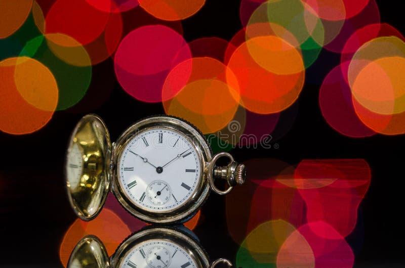Weinlese-Taschen-Uhr und eine Weihnachtsfeier stockbilder
