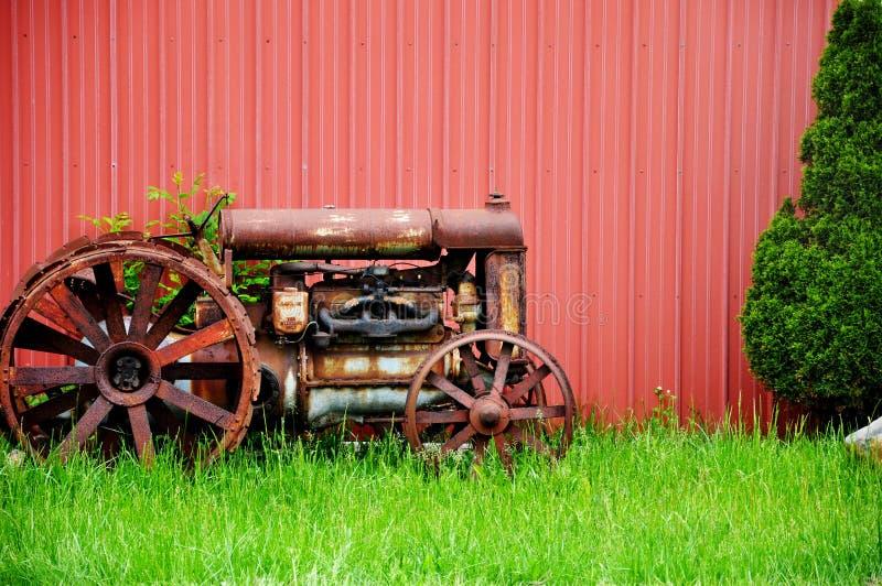 Weinlese-Traktor lizenzfreie stockfotografie