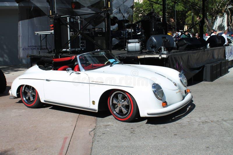 Weinlese-weißes Porsche-Kabriolett stockfotografie