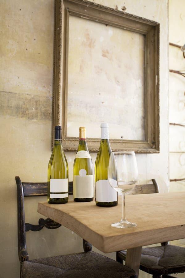 Weinlese-Wein-Probieren stockbilder