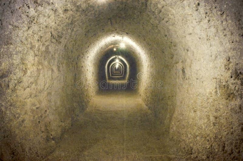 Weinlesebild eines Korridors in einem Untertagesalzbergwerk stockfotos