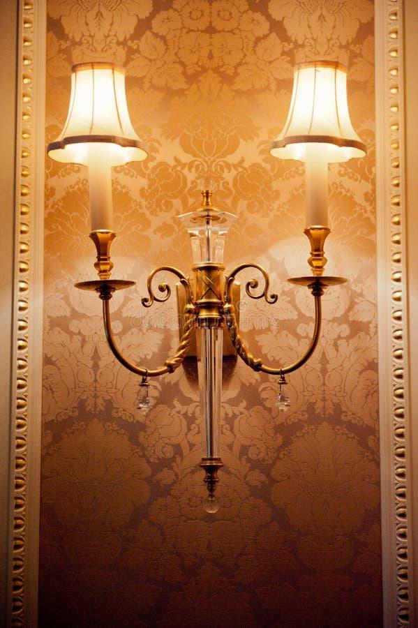 Weinleseblicklampe im luxuriösen Innenraum stockbilder