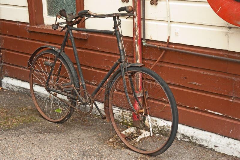 Weinlesefahrradverfallen lizenzfreies stockbild