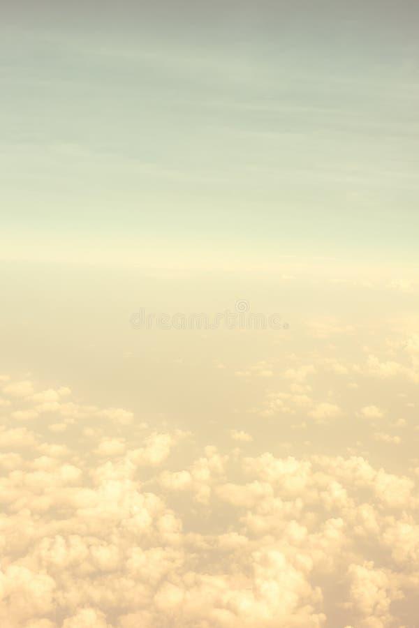 Weinlesefilter, orange Cloudscape-Zusammenfassungsblick lizenzfreie stockbilder