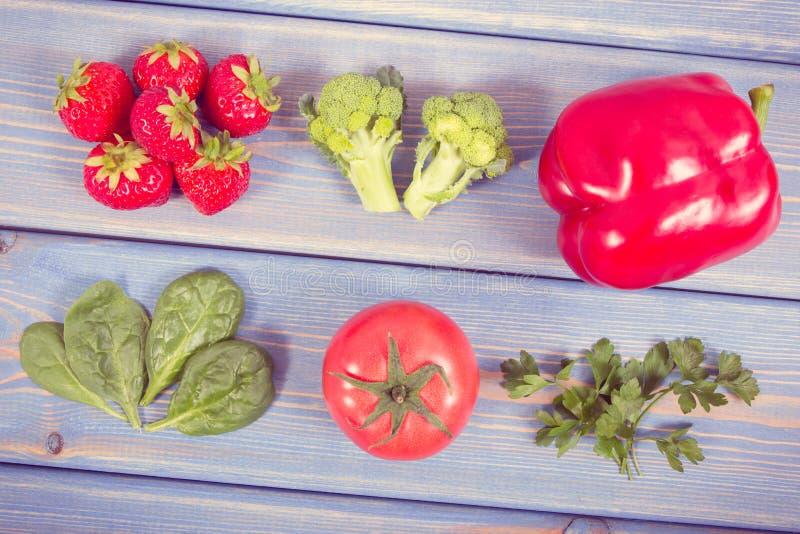 Weinlesefoto, frische Obst und Gemüse, die Vitamin C, Konzept der Verstärkung von Immunität und von gesundem Lebensmittel enthalt stockfotografie