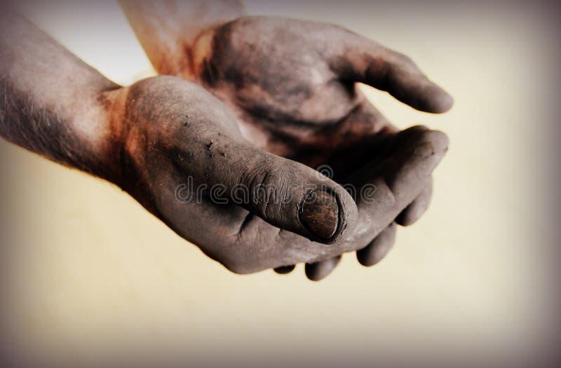 Weinlesefoto von schmutzigen Händen stockbilder