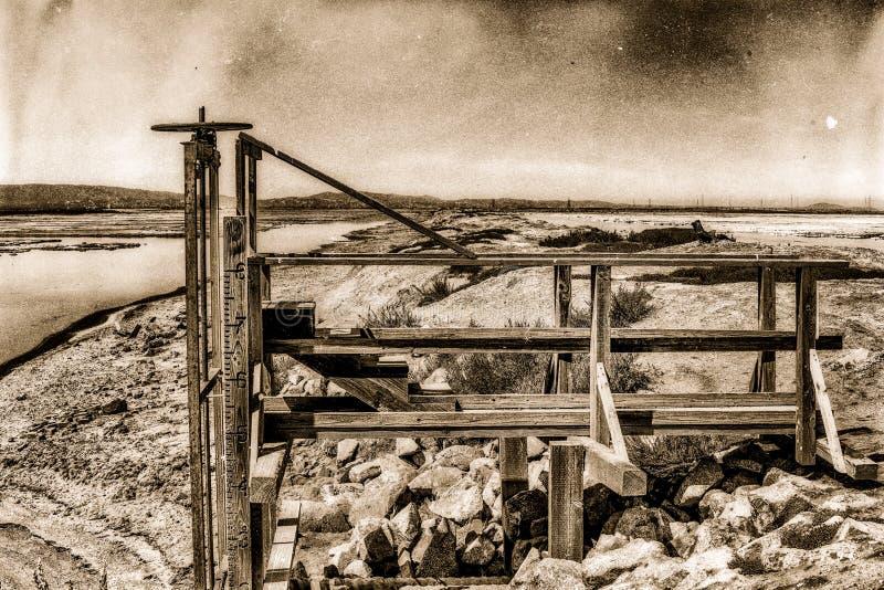Weinlesefotoblick des Salzbergwerkventils stockbild