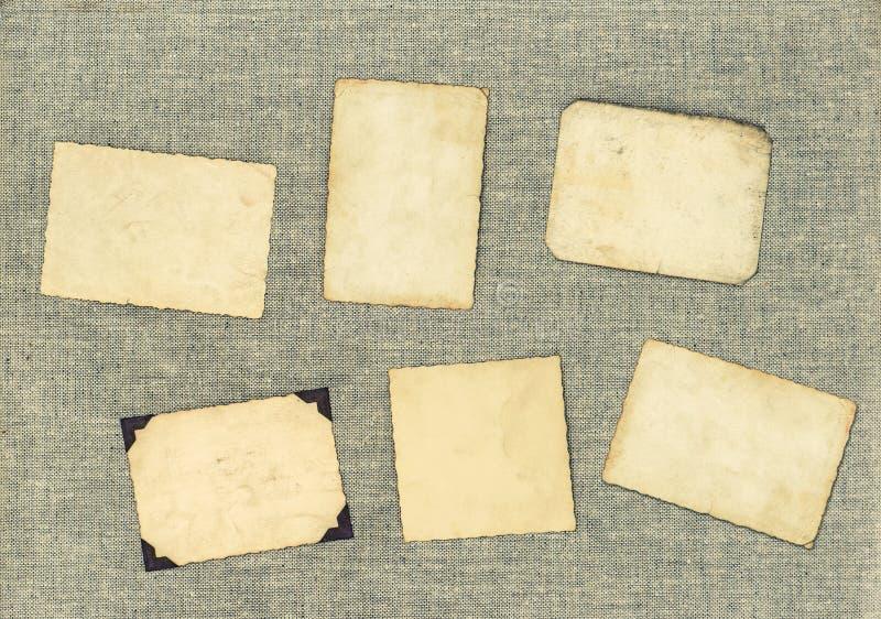 Weinlesefotorahmen über Textilhintergrund Gealtertes Papier stockfoto