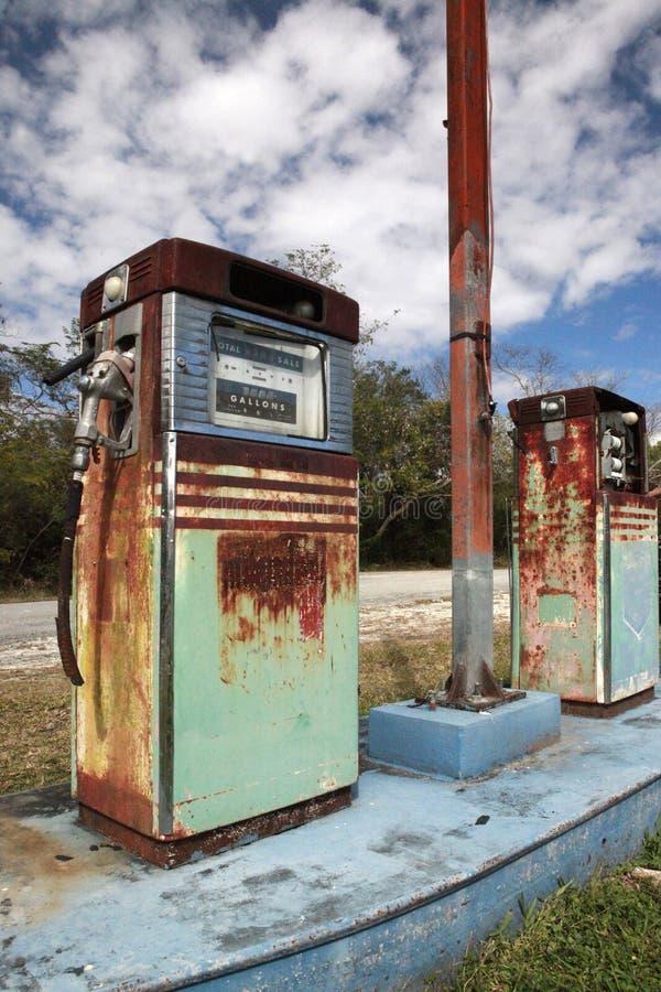 Weinlesegaspumpe stockbilder