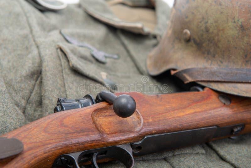 Weinlesehintergrund mit Feldausr?stung der deutschen Armee Ww2 lizenzfreies stockfoto