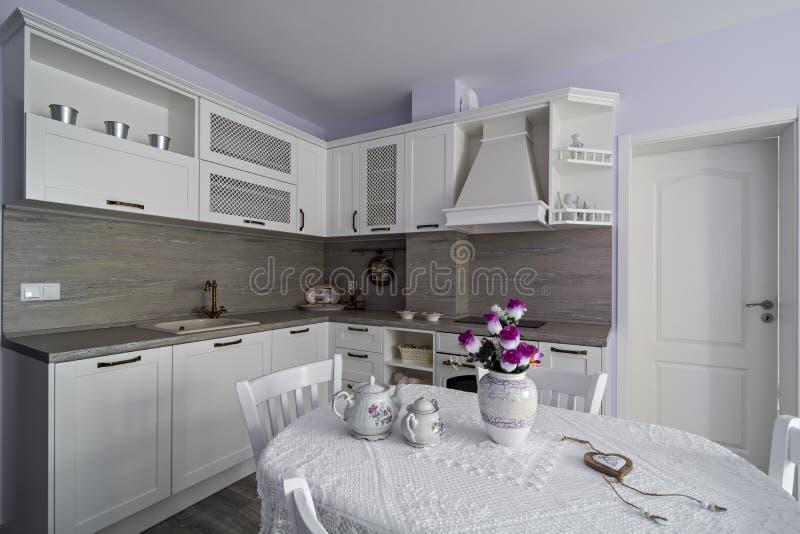 Weinlesekücheneinzelteile, Verzierungen und Küchendetails in der klassischen Art stockbilder