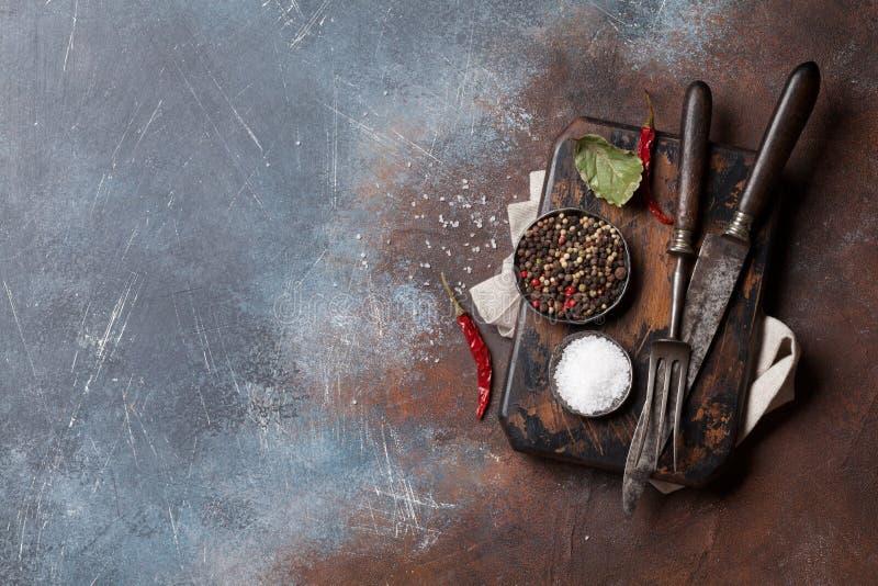Weinleseküchengeräte und -gewürze stockbilder
