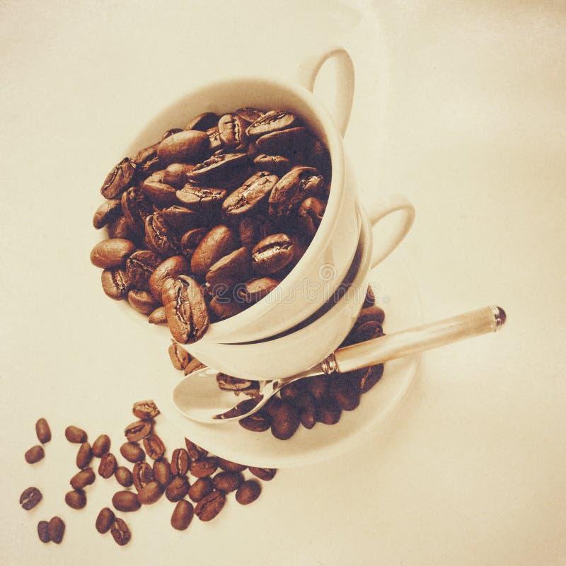 Weinlesekaffeestillleben mit alter Pappbeschaffenheit lizenzfreie stockfotografie