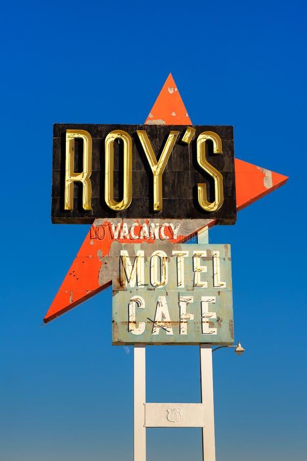 Weinleseleuchtreklame Roy-` s von Motel und von Café auf Route 66 stockfotos