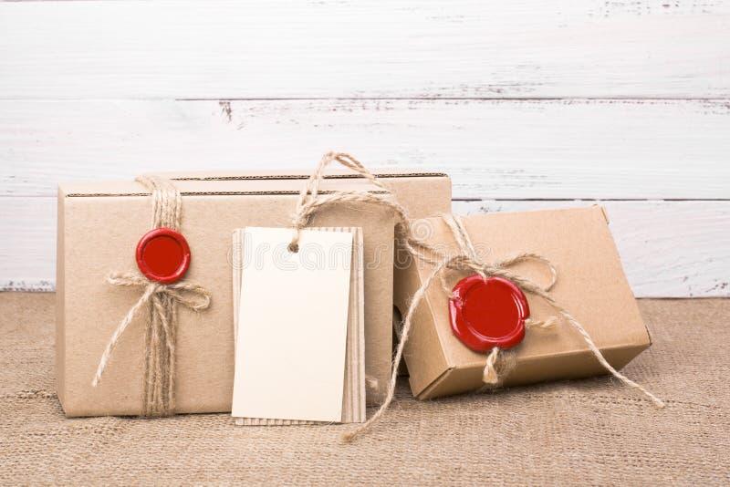 Weinlesepappe-giftboxes stockfotos
