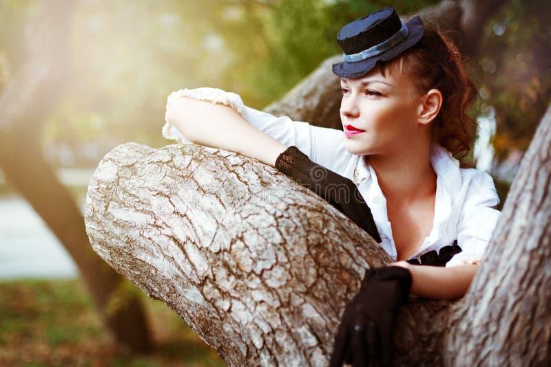 Weinleseportrait der schönen Frau lizenzfreie stockfotografie
