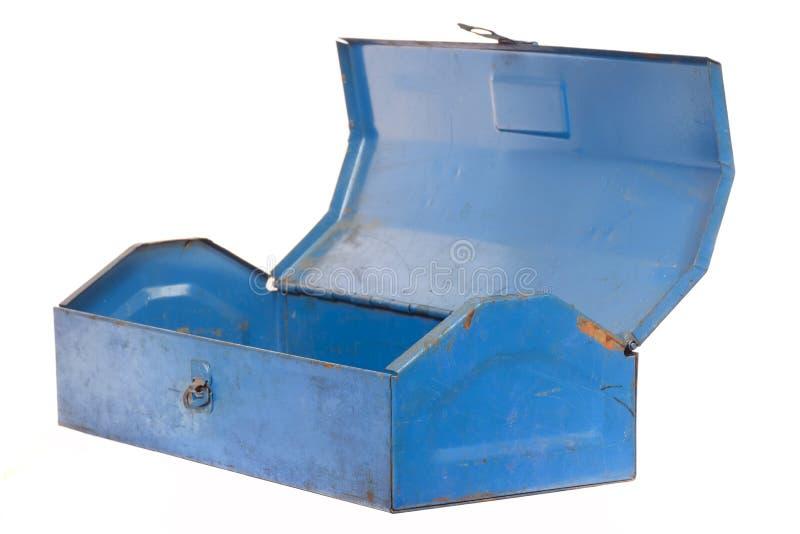 Weinleserostiger blauer Stahlwerkzeugkasten lokalisiert stockfotos