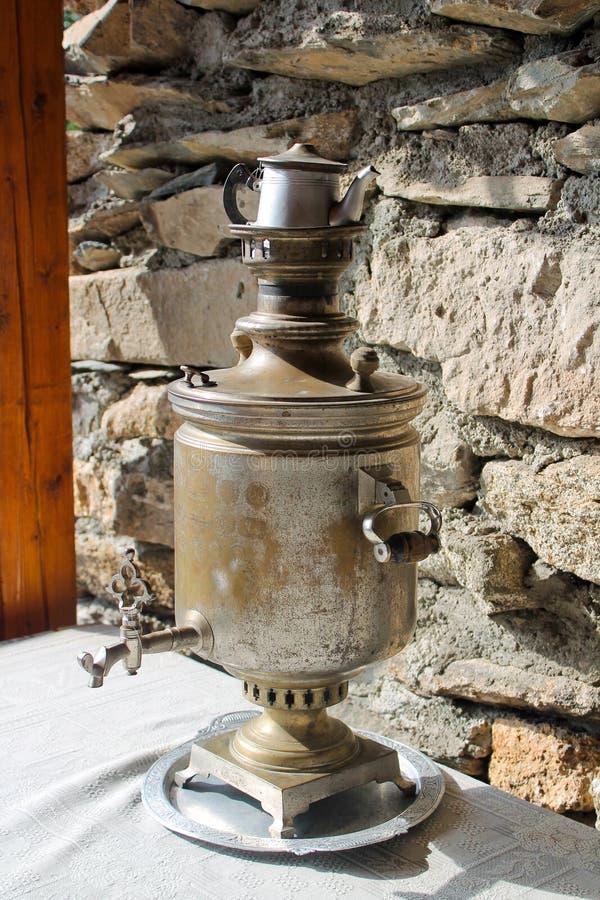 Weinlesesamowarbehälter, russische Traditionen lizenzfreie stockfotografie