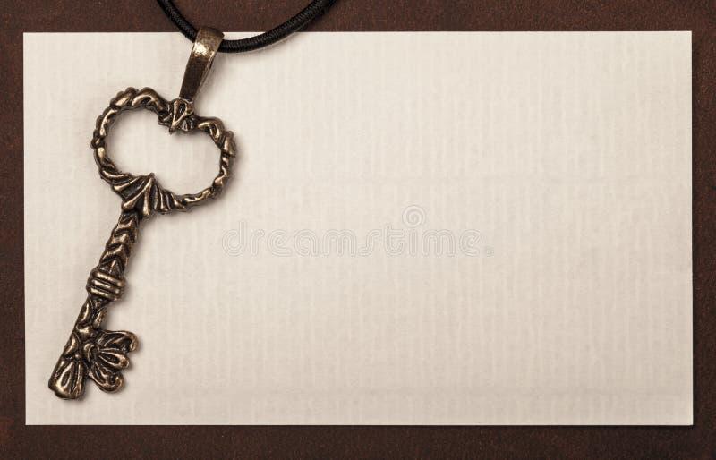 Weinleseschlüssel und -papier masern Hintergrund mit Raum für Ihr tex stockfoto