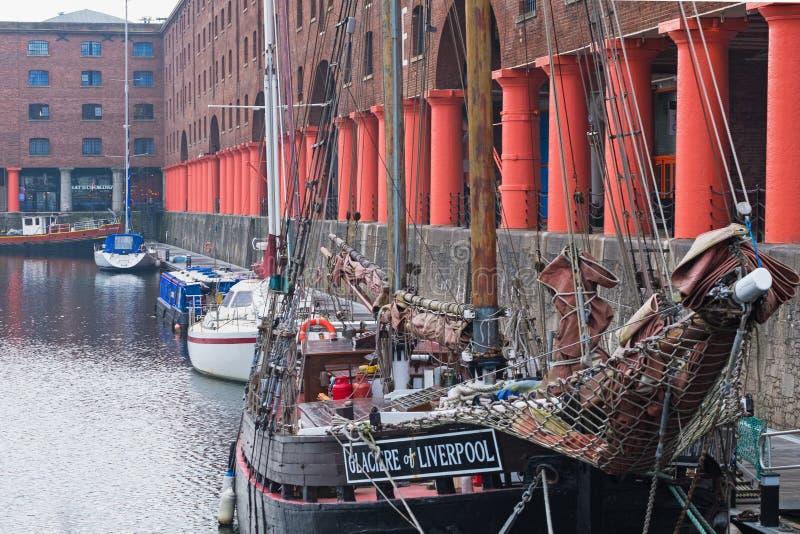 Weinlesesegelschiff festgemacht in Albert Dock, Liverpool Großbritannien stockfotografie