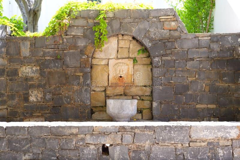 Weinleseskulptur eines Löwehauptbrunnens lizenzfreie stockfotos