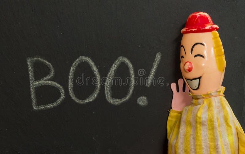 Weinlesespielzeug-Clown schreiender BUH Kreide auf Schiefer lizenzfreies stockfoto