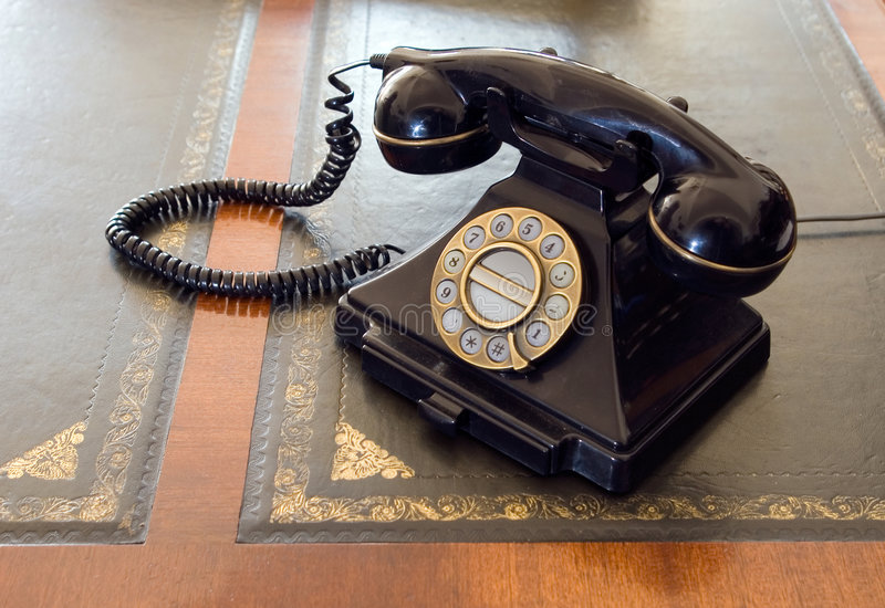 Weinlesetelefon auf Schreibtisch. stockbilder