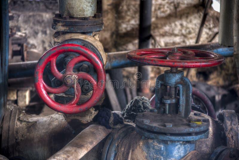 Weinleseventil in der Schwerindustriefabrik stockfotografie