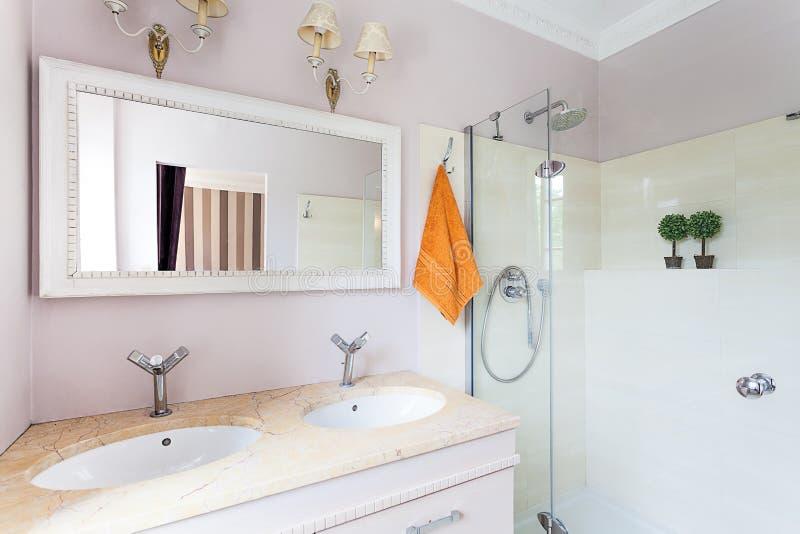 Weinlesevilla - Toilette lizenzfreie stockbilder