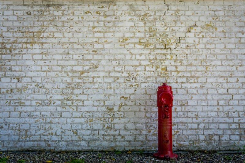 Weinlesewand und hidrant stockbild