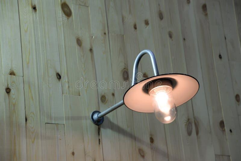 Weinlesewandlampe auf der Wand lizenzfreie stockfotografie