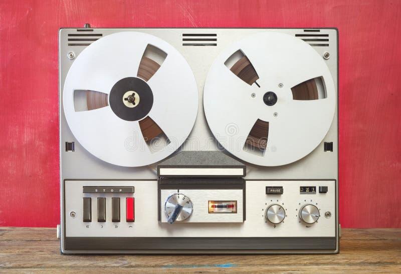 Weinlesezweispulentonbandgerät, nostalgischer Audiogang stockfoto