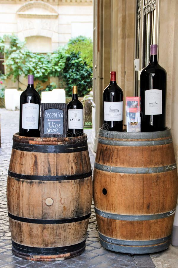 Weinprobe in Bordeaux lizenzfreies stockbild