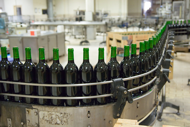 Weinproduktionzeile lizenzfreie stockbilder
