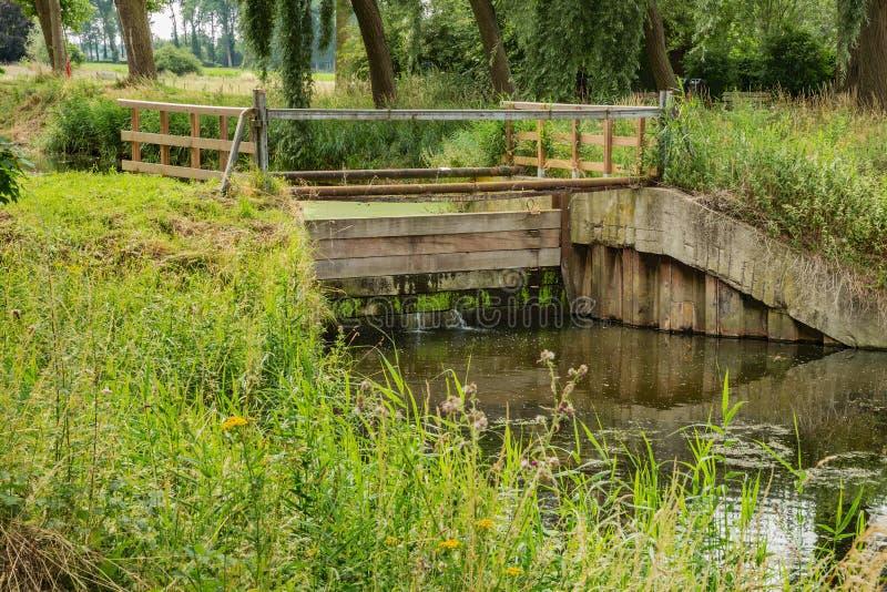 Weir no canal de Damme fotografia de stock