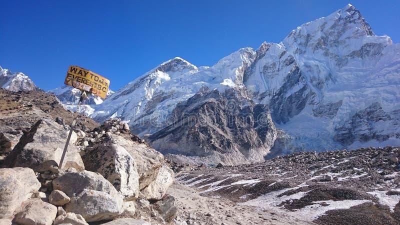 Weise zu niedrigem Lager Mt Everest lizenzfreies stockbild