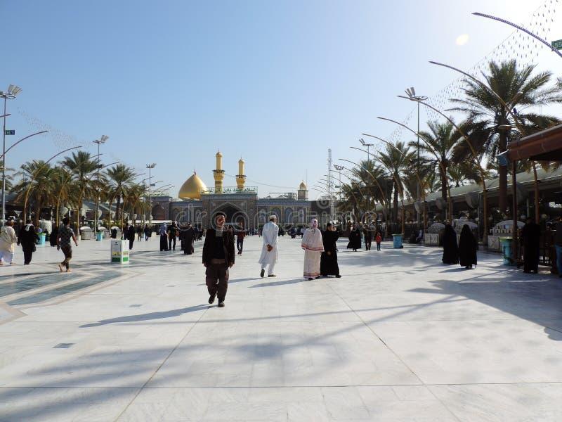 Weise zum heiligen Schrein von Abbas Ibn Ali, Kerbela, der Irak stockbild