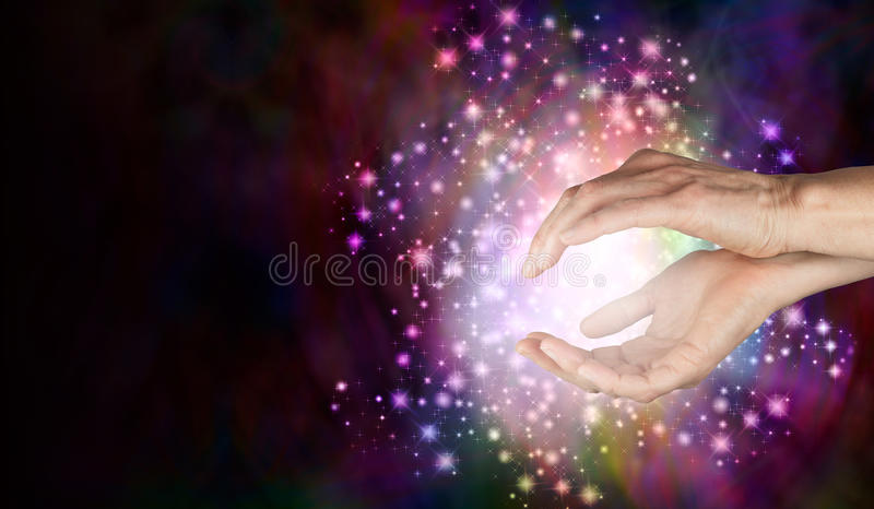 Weisen, die übernatürliche heilende Energie abfragen stockbilder