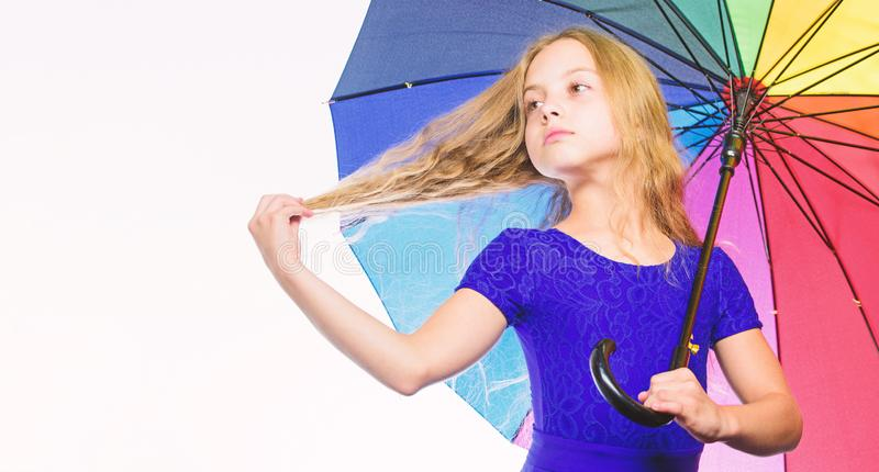 Weisen, Ihre Stimmung im Fall zu verbessern Weisen, Ihre Fallstimmung zu erhellen Bunter Zusatz für frohe Stimmung Mädchenkind lizenzfreie stockbilder