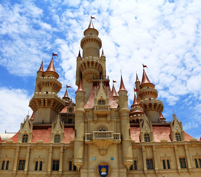 Weit weit weg Schloss bei Universal Studios Singapur lizenzfreie stockfotos